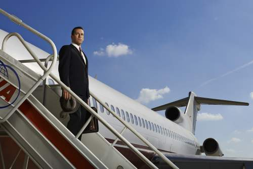 Mad Men Season 7-Don Draper & airplane