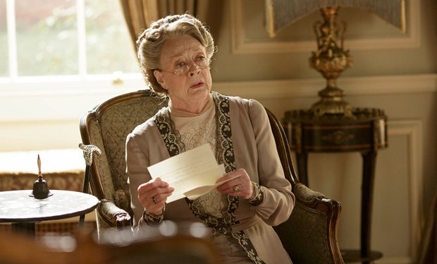 downton-abbey-dowager-reads-a-letter